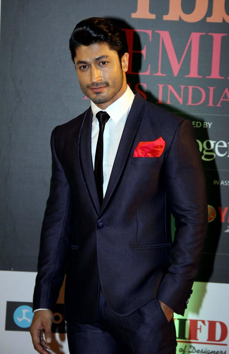 """Vidyut Jammwal is known as the""""The New Age Action Hero of Bollywood."""" We need a hot hero like him in Hollywood too, though,amirite?"""