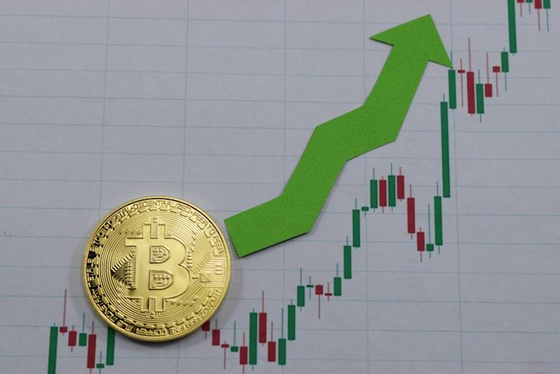 Bitcoin is trading above $4,000 again and could be primed for a major rally. | Source: Shutterstock