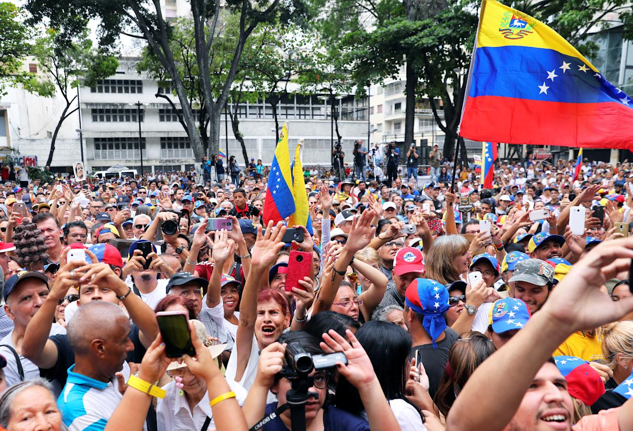 Supporters of Venezuelan opposition leader Juan Guaido, who many nations have recognised as the country's rightful interim ruler, take part in a gathering in Caracas, Venezuela, April 19, 2019. REUTERS/Manaure Quintero NO RESALES. NO ARCHIVES.
