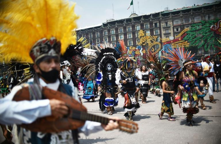Indigenous people mark the 500th anniversary of the last day of native rule before the fall of the Aztec capital Tenochtitlan to Spanish conquistadores in Mexico City's Zocalo square (AFP/RODRIGO ARANGUA)