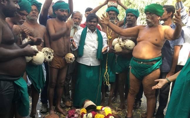 Will slit our throats at Jantar Mantar, if government takes no action: Protesting Tamil Nadu farmers