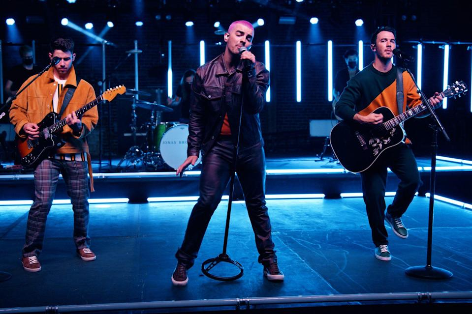 <p>The Jonas Brothers — Nick, Joe and Kevin — reunite for the first time in months for a virtual concert in L.A., powered by Lenovo Yoga and Intel Evo.</p>