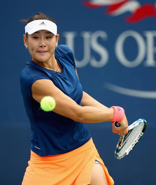 <p>Ying-Ying Duan of China returns a shot during her first round Women's Singles match against Claire Liu of the United States on Day One of the 2017 US Open at the USTA Billie Jean King National Tennis Center on August 28, 2017 in the Flushing neighborhood of the Queens borough of New York City. (Photo by Clive Brunskill/Getty Images) </p>
