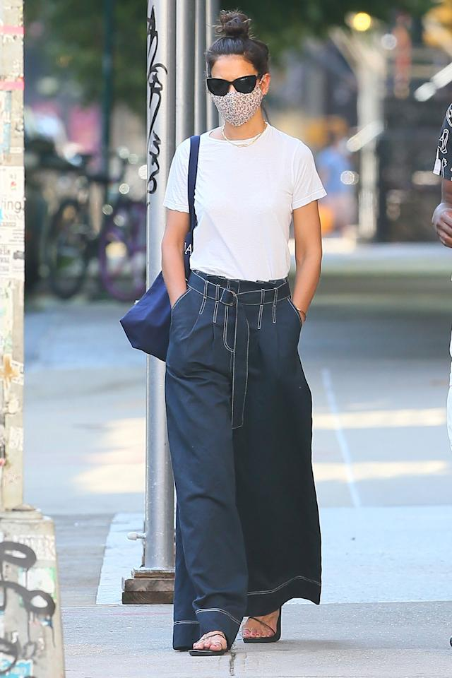 <p>Katie Holmes looks chic in casual clothes on Friday while walking in New York City.</p>