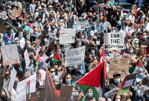 The demonstration in Montreal attracted thousands as they denounced Israel's military actions in the Palestinian territories. (Graham Hughes/The Canadian Press - image credit)