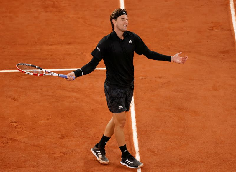 Thiem eases past Ruud to reach French Open fourth round