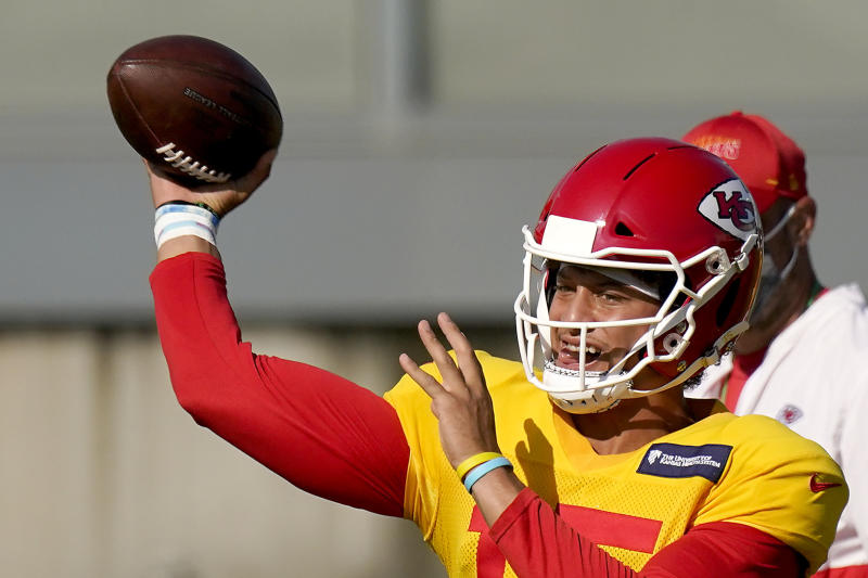 Patrick Mahomes passes during training camp.