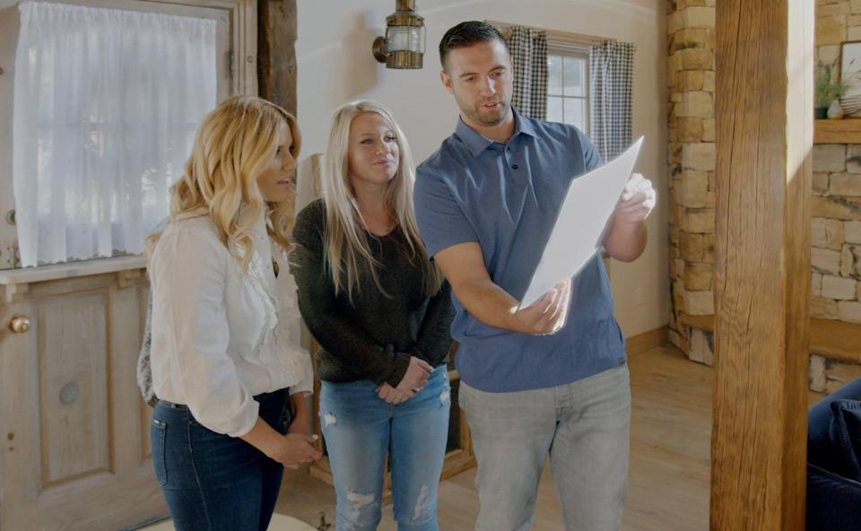 DREAM HOME MAKEOVER, Shea McGee (left), of Studio McGee and the Wangsgard family, (Season 1, ep. 105, aired Oct. 16, 2020). photo: Netflix / Courtesy Everett Collection