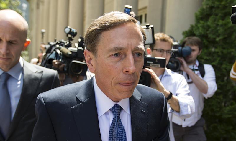Former CIA director David Petraeus arrives at the Federal Courthouse in Charlotte, North Carolina on April 23, 2015. Petraeus will appear in federal court to face sentencing for allegedly leaking secrets to a mistress who was writing his biography.REUTERS/Chris Keane
