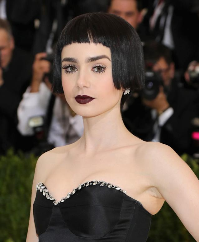 "<p>Collins really embraced the Met Gala <a href=""http://www.vogue.com/tag/designer/rei-kawakubo?mbid=synd_yahoolife"" rel=""nofollow noopener"" target=""_blank"" data-ylk=""slk:Rei Kawakubo"" class=""link rapid-noclick-resp"">Rei Kawakubo</a>/<a href=""http://www.vogue.com/fashion-shows/designer/comme-des-garcons?mbid=synd_yahoolife"" rel=""nofollow noopener"" target=""_blank"" data-ylk=""slk:Comme des Garçons"" class=""link rapid-noclick-resp"">Comme des Garçons</a> theme with her jet-black blunt bangs and bob, spidery lashes, and dark lips. (Photo: Getty Images) </p>"
