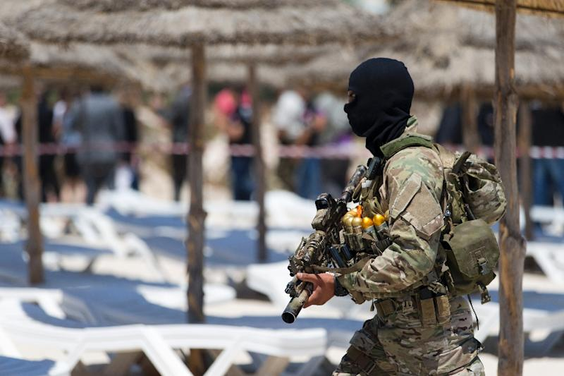 A masked Tunisian soldier stands guard on the beach at the Riu Imperial Marhaba Hotel in Port el Kantaoui, on the outskirts of Sousse south of the capital Tunis, on June 29, 2015 (AFP Photo/Kenzo Tribouillard)
