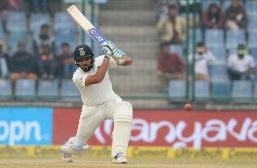<p>India scent Test victory as pollution makes bowlers vomit</p>