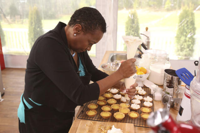 """Contestant Elaine Francisco gives her full attention to icing the tarts that could bring her closer to winning a $250,000 cash prize and a cookbook contract on """"The American Baking Competition,"""" premiering Wednesday, May 29 (8:00-9:00 PM, ET/PT) on CBS."""