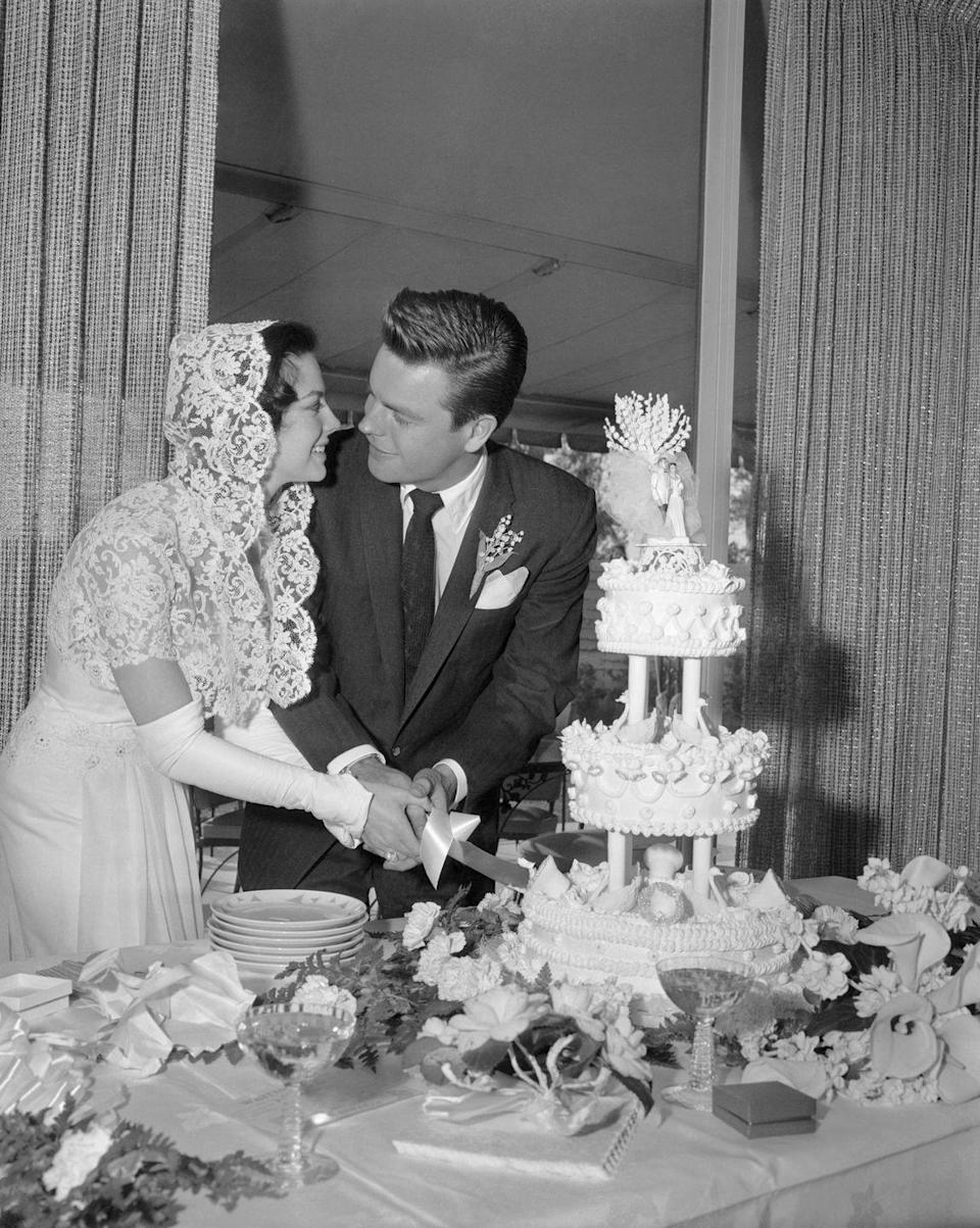 <p>Natalie Wood and Robert Wagner cut into their wedding cake during their first wedding. The couple—who divorced and married again in 1972—tied the knot in Scottsdale, Arizona. </p>