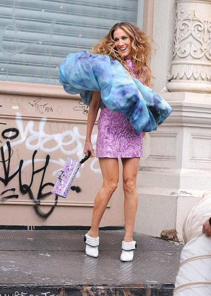 "Sarah Jessica Parker donned what appeared to be a giant hair Scrunchie while shooting an ad for the upcoming ""Sex and the City"" movie in New York Thursday. Ron Asadorian/<a href=""http://www.splashnewsonline.com"" target=""new"">Splash News</a> - January 24, 2008"