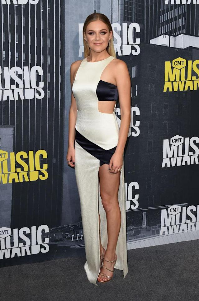 <p>The singer opted for a super-revealing cutout look. (Photo: Getty Images) </p>