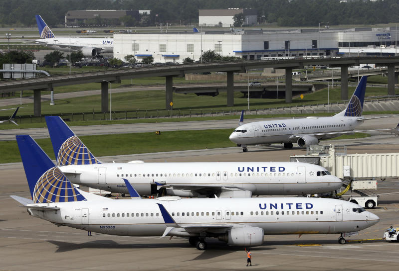 Shares of United Airlines tumble after 3Q financial report