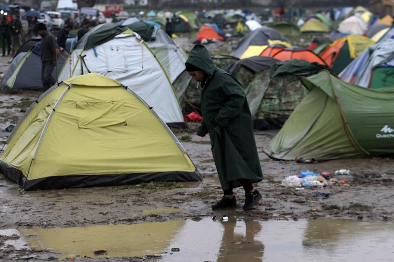 Greece will receive aid from the European Union to improve the dire conditions for migrants living at a makeshift camp in Idomeni, on the border with Macedonia (AFP Photo/Sakis Mitrolidis)