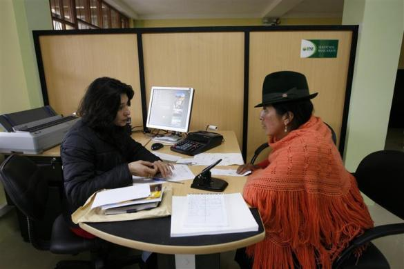An Ecuadorean Indian woman is attended to in a new state bank in the Indian village where President Rafael Correa used to live, in Zumbahua, 120 km (75 miles) south of Quito, Ecuador September 24, 2008.