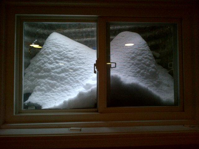 @chaser19: My basement window, in Thornhill. #TOsnowpics pic.twitter.com/RIVmE1FX