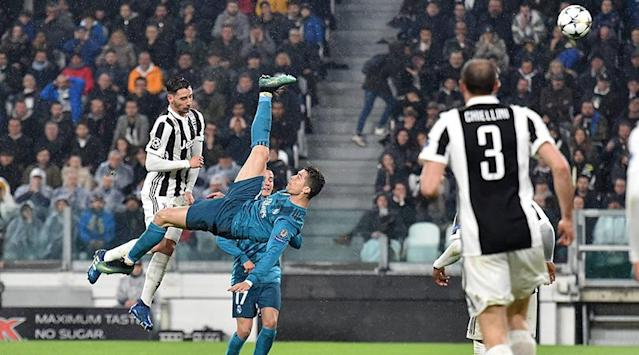After Cristiano Ronaldos jaw-dropping effort for Real Madrid against Juventus, Greg Lea counts down the greatest over-the-shoulder goals featuring Van Basten, Rooney and two Brazilian geniuses