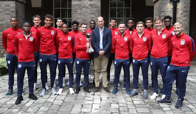 LONDON, ENGLAND - SEPTEMBER 07: Prince William, Duke of Cambridge, President of the Football Association(C) poses with (L-R) Ezri Konsa, Ademola Lookman, Freddie Woodman, Dominic Calvert-Lewin, Luke Southwood, Kyle Walker-Peters, Ainsley Maitland-Niles, Lewis Cook, Fikayo Tomori, Dominic Solanke, Adam Armstrong, Josh Onomah, Jonjoe Kenny, Jake Clarke-Salter, Kieran Dowell, Ovie Ejaria and Harry Chapman during a reception for the Under-20 England Football Team at Kensington Palace on September 7, 2017 in London, England. The England Under-20 side became the first England team to win a football World Cup since 1996 when they beat Venezuela 1-0 on June 11th, 2017. (Photo by Chris Jackson - WPA Pool/Getty Images)