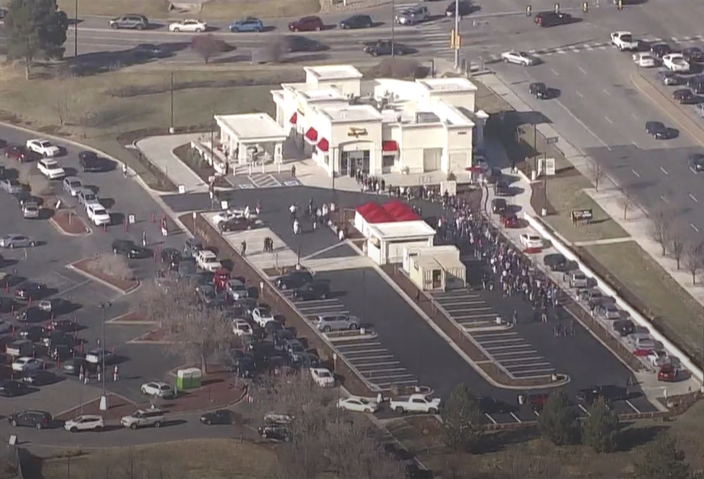 Hundreds of people wait in line at one of the first In-N-Out locations in Colorado. (SKY 9 / 9NEWS)