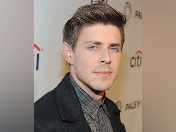 Chris Lowell (Image source: Twitter)