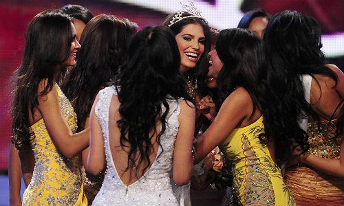 "<font style=""font-size:1.2em;"">She was crowned Miss Dominican Republic  on April 17 and was to represent her country at the Miss Universe  contest.</font>"