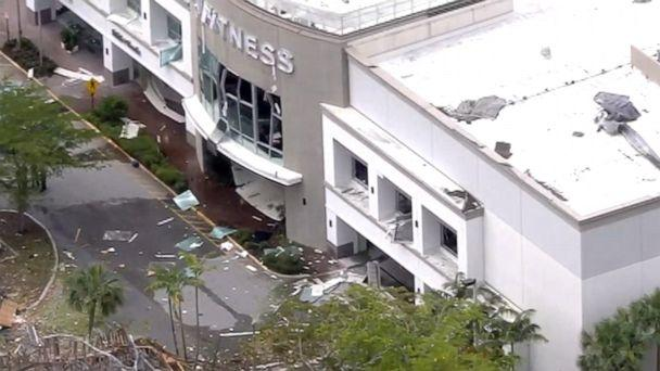 Florida blast rocks shopping center, 21 hurt; ruptured gas line eyed