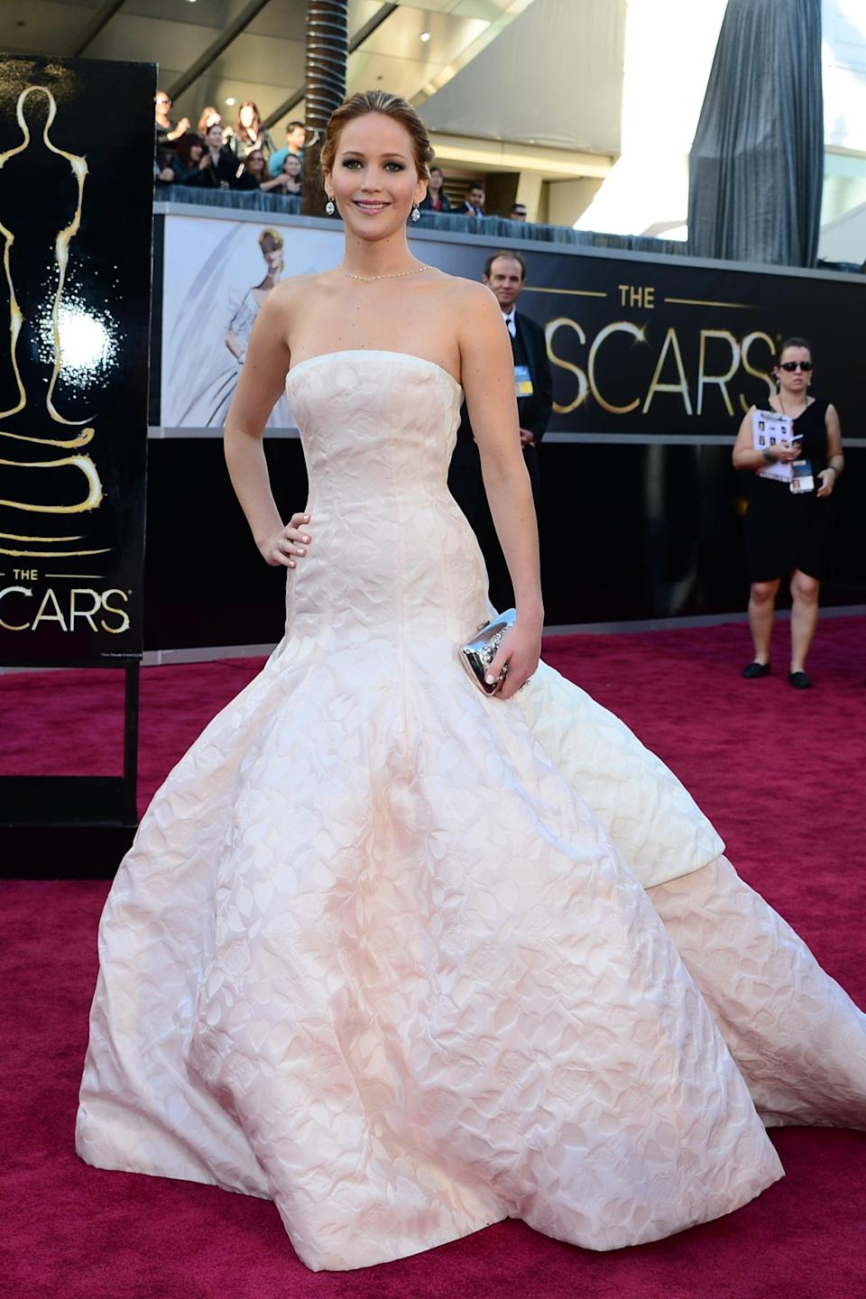 <p>Jennifer's pale Dior couture gown made her look like a princess - that is, until she fell in it while accepting her award.</p>