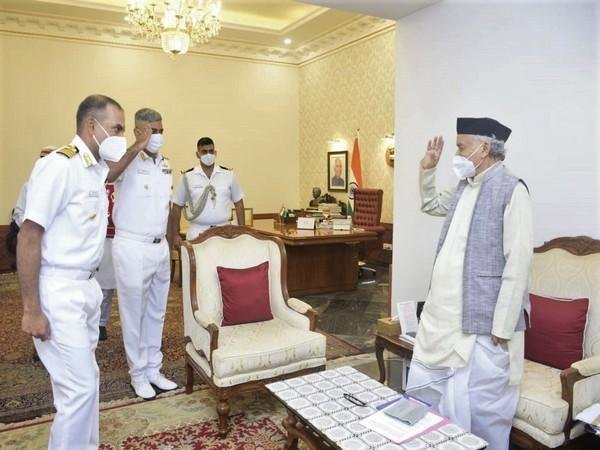 Governor felicitating the Naval Commanding Officers