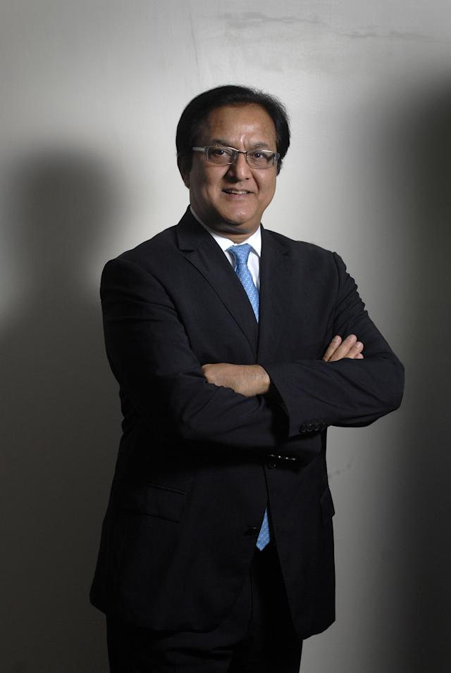 In 2005, Kapoor was named Ernst & Young's Start-up Entrepreneur of the Year. In January 2017, Bloomberg noted that with the rising share price of Yes Bank, Kapoor had become a billionaire.