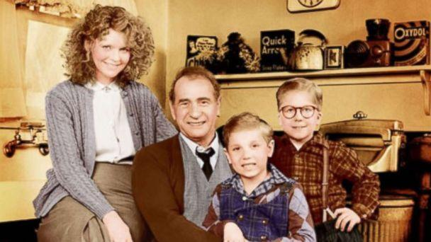 PHOTO: Peter Billingsley, Melinda Dillon, Darren McGavin, and Ian Petrella poses for a cast photo for the movie 'A Christmas Story.' (Metro-Goldwyn-Mayer (MGM))