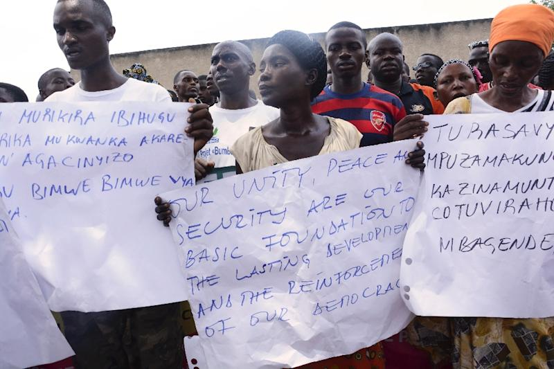 People demonstrate against the European Union, the International Criminal Court and the Resolution against Burundi in Bujumbura on October 8, 2016 (AFP Photo/)
