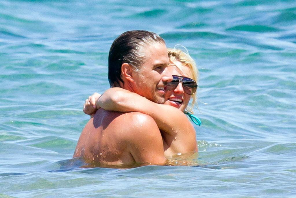 "Britney clearly had a great week. After filming her guest stint on ""Glee,"" the singer jetted off to Maui, Hawaii, for a romantic holiday with her beau Jason Trawick. Wonder what Jason thought of Brit's bridal-esque photo shoot? <a href=""http://www.splashnewsonline.com"" target=""new"">Splash News</a> - August 25, 2010"