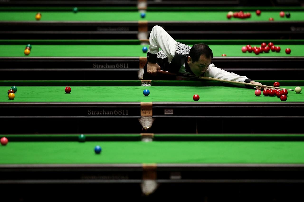 INCHEON, SOUTH KOREA - JULY 01: Lim Chun Kiat of Singapore plays a shot during his Men's Snooker Team Round of 16 Match against Malaysia at Songdo Convensia on day three of the 4th Asian Indoor & Martial Arts Games on July 1, 2013 in Incheon, South Korea. (Photo by Chris McGrath/Getty Images)
