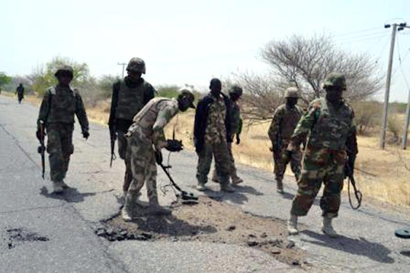 Picture released by the Nigerian Army on February 23, 2015 shows Nigerian troops clearing land mines as they advance to try to recapture the town of Baga from Boko Haram (AFP Photo/)