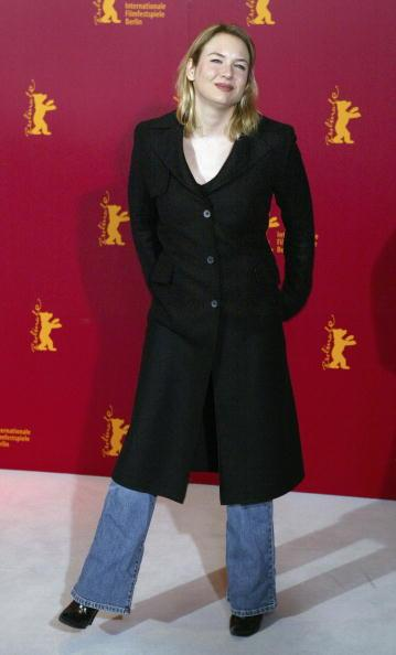<p>Trench coat with flared jeans? Renee is beginning to show her age.</p>
