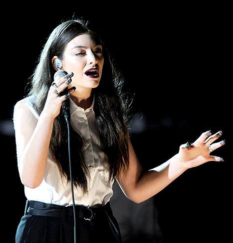 """Lorde Rocks Straight Hair During Grammys 2014 """"Royals"""" Performance: Picture"""