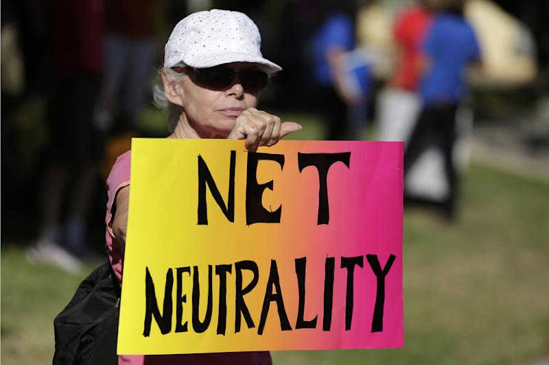 Lori Erlendsson attends a pro-net neutrality Internet activist rally in the neighborhood where U.S. President Barack Obama attended a fundraiser in Los Angeles, California, U.S. July 23, 2014. REUTERS/Jonathan Alcorn/File Photo