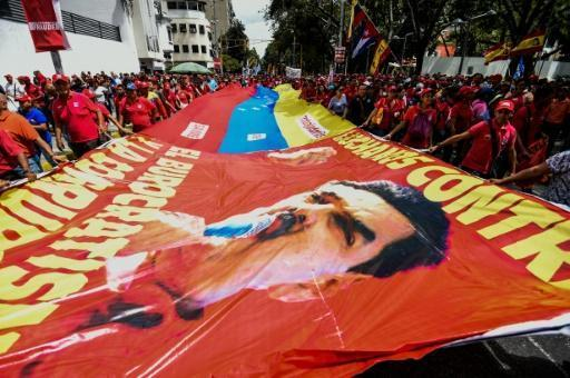 Venezuela suspends collection of signatures for referendum
