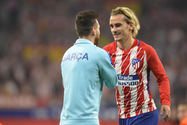 "<a class=""link rapid-noclick-resp"" href=""/soccer/players/antoine-griezmann/"" data-ylk=""slk:Antoine Griezmann"">Antoine Griezmann</a> and <a class=""link rapid-noclick-resp"" href=""/soccer/players/lionel-messi/"" data-ylk=""slk:Lionel Messi"">Lionel Messi</a> share a handshake before a game between Atletico Madrid and <a class=""link rapid-noclick-resp"" href=""/soccer/teams/barcelona/"" data-ylk=""slk:Barcelona"">Barcelona</a>. (Getty)"
