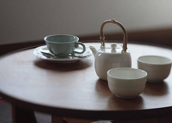 ▲ A white porcelain tea set made by the noted Kyoto Kiyomizu ware potter Kosan Hayashi