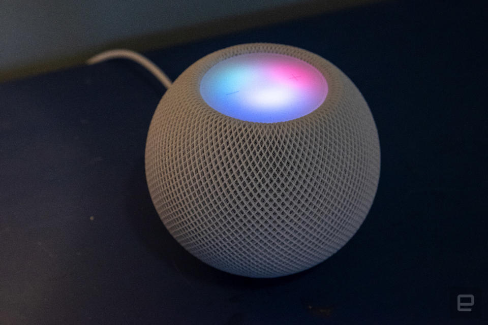 Apple HomePod mini review photos.