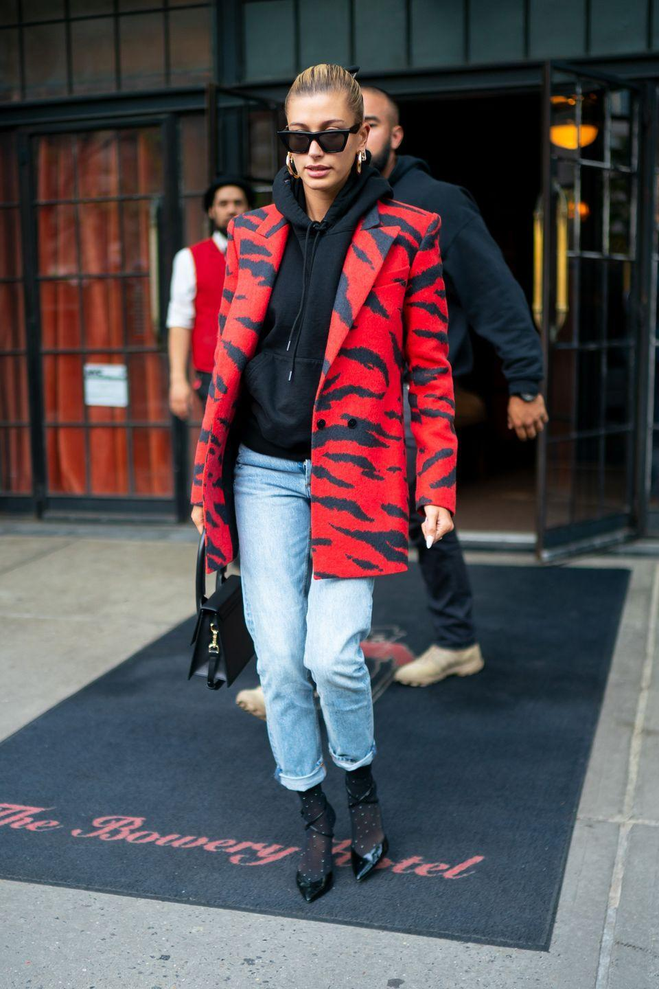 <p>Throwing a blazer over a sweatshirt transforms a comfy classic to a crazy chic outfit. Paired with jeans, boots, and a pulled-back bun – your casual fit just got a whole lot cooler.<br><br></p>