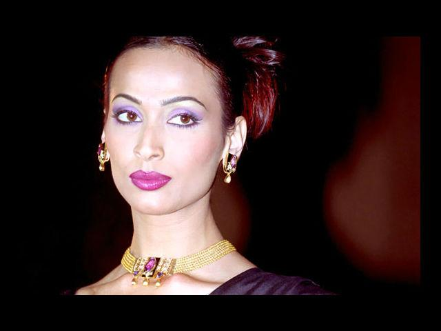 <b>3. Madhu Sapre</b><br>She won the Miss India pageant in 1992 and is infamous for her nude ad with Milind Soman for Tuff shoes.