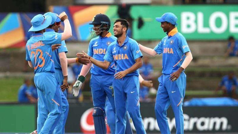 Ravi Bishnoi celebrates a wicket with his teammates at the U-19 World Cup 2020