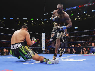 Undefeated Deontay Wilder knocks out Dominic Breazeale in first round to retain WBC heavyweight title