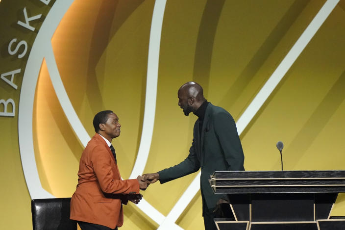 Kevin Garnett, right, thanks his presenter Isaiah Thomas, left, after speaking during his enshrinement into the 2020 class of the Basketball Hall of Fame, Saturday, May 15, 2021, in Uncasville, Conn. (AP Photo/Kathy Willens)